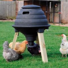 Foderautomat med vandopsamler til høns
