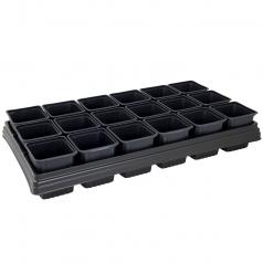 18 firkantede potter i bakke